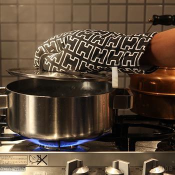 どこにでも似合うH55のグレーは、大人な雰囲気。料理上手に見えそう!?