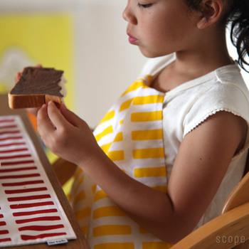 本来の使い方は、お箸を使う料理には向いていないかもしれませんが、小さなお子さんがいる方には使って欲しい!お子さんも服を気にせず食べられます。
