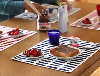 食卓がパッと華やぐランチョンマット。布製のマットは汚れが気になるという方もいるかもしれませんが、洗えばキレイになりるそうですよ。