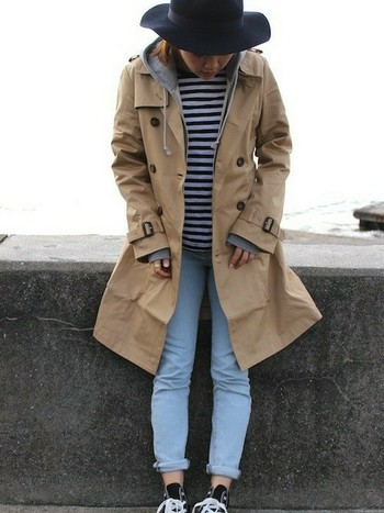 一着は持っておいて損がないのが、キャメルのコート。流行とは言えベーシックカラーなので、長く愛用することができます。キャメルのトレンチコートだと、春先にも活用できますね♪
