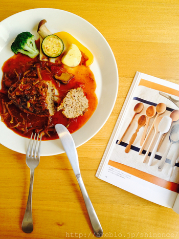 見た目もおしゃれ、かつ丁寧に作られているお料理は絶品。キッシュやタルト、ボリュームたっぷりのサラダなど、野菜がたっぷり使われたお食事メニューは、ランチタイムにも大人気です。