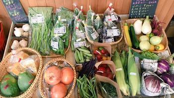 ここには新鮮野菜や各地から仕入れたこだわりの食品、そしてランドスケーププロダクツの手掛けたオリジナルの品が並んでいるのです。