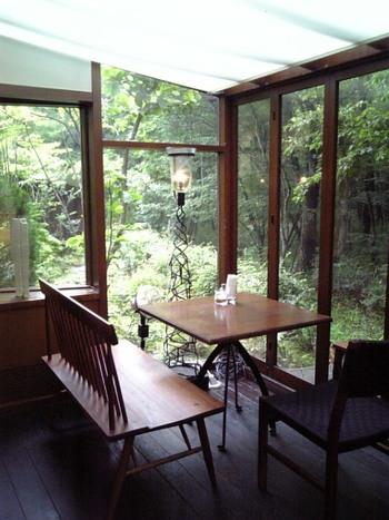 人混みに疲れたら、ぜひ新緑で癒される『ダイニングカフェ・ボリジ』を訪れてみて下さい。旅の始まりにも終わりにも、那須の大自然と共に美味しいものが味わえる素敵なカフェです。