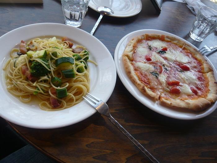 お野菜たっぷりのペペロンチーノやピザ、お肉やお魚のプレートもあり、「ボリジ」のメニューは豊富!