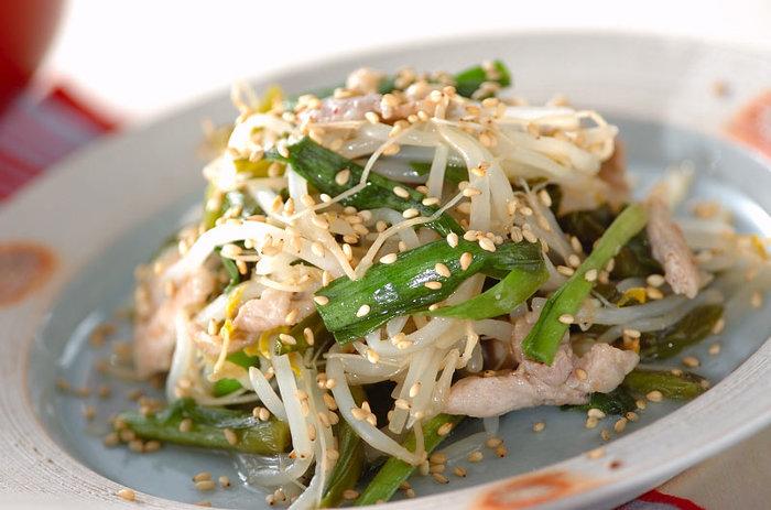 ふだんの野菜炒めも、ちょろりと黒酢を加えるとサッパリ、豊かな風味に仕上がります。