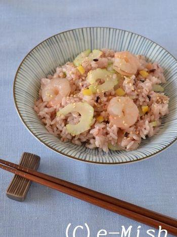 酢と砂糖と合わせた寿司酢に塩レモンを加えたら、鮮烈なさわやかさがたまらない一品に。セロリなどの香味野菜やシーフードと相性抜群。好みの具で作ってみてください。