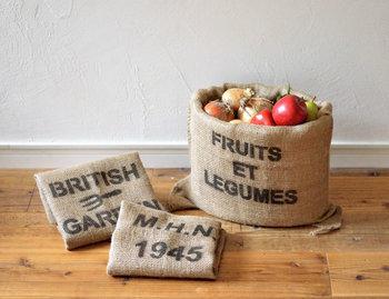 ステンシルのロゴが素敵なジュードバックは、野菜やプランター、雑誌の収納など用途も多岐にわたり自分らしい使い方ができます。