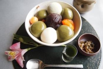 宇治白玉クリームあんみつ 抹茶風味の白玉が絶品です。箸休めの漬物とほうじ茶、お口直しで昆布茶まで出て来ます。