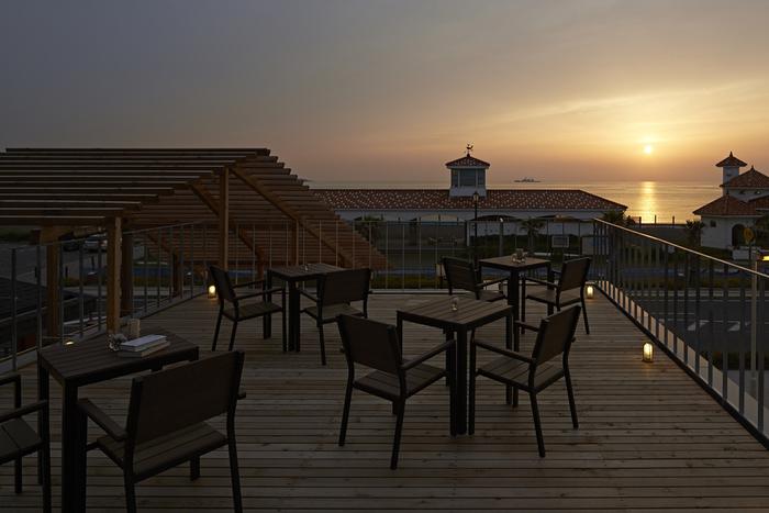テラスから見える夕日がきれいです。穏やかな時間を過ごすのも◎