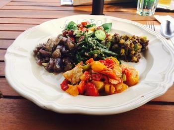 お料理はオーガニック食材を中心にヘルシーなメニューが多くあります。
