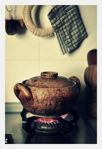 コロンとした形が可愛らしい「みそ汁鍋」。1~2人用の小と3~4人用の大サイズがあります。