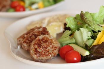 北欧料理の代表といっても過言ではない、ミートボール。 デンマークも例に漏れず、特に家庭料理でしばしば登場します。
