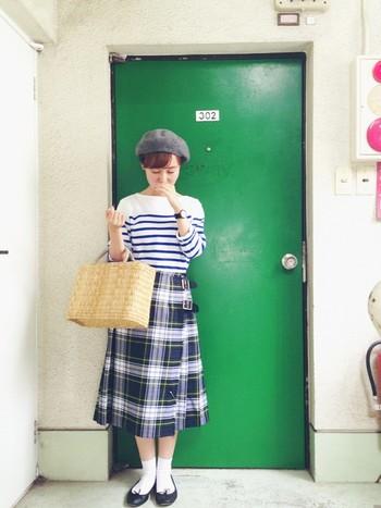 チェックのスカートで秋らしく。レペットは白の靴下と良く合います。