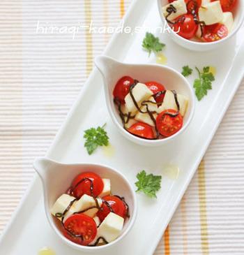 チーズやトマトと同じようにうまみ成分を豊富に含む塩昆布を使ってオリーブオイル漬けに。常備している食材で一手間加えて、いつもとは一味違うカプレーゼはいかがですか?