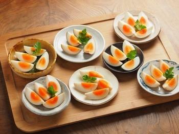 【簡単味玉】 玉子のように曲面のある素材でも、食材のかたちにあわせて漬け込めるので効率がよいですね。
