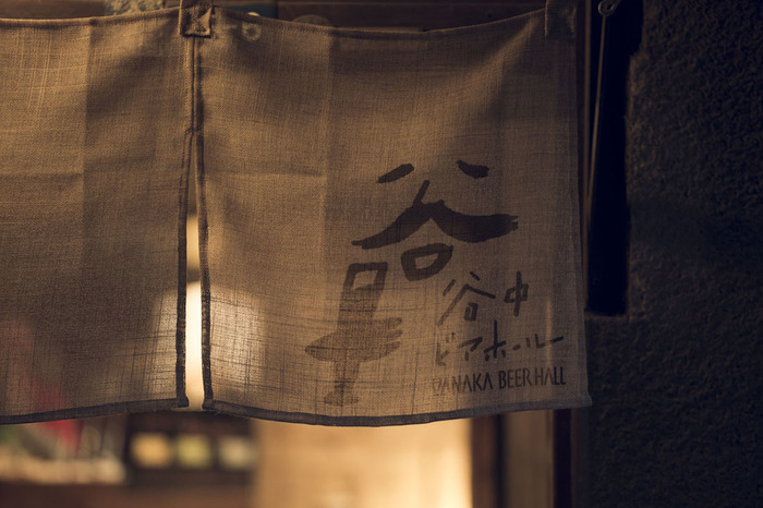 ヒゲのおじさんとビールグラスを持つ手のロゴが可愛らしい谷中ビアホールは上野桜木あたり1号棟の1F。ココでしか飲めない谷中ビールと、なんと土鍋を使う和のBBQが楽しめます☆