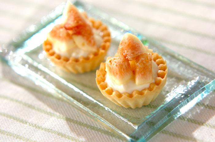 ヨーグルト入りのさわやかなチーズクリームで作る、見た目も愛らしいミニタルト。いちじくとチーズはとっても合うんですよ♪ マスカルポーネチーズを合わせるのもおススメです。