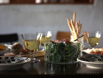 ワインはもちろん、どんなドリンクでも使えます。気の置けない仲間たちとのホームパーティにさりげなく寄り添ってくれるはず。