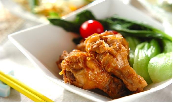 茶色っぽくなりがちな煮物にチンゲンサイとトマトをプラスして、彩りだけでなくビタミンCもしっかり摂取!