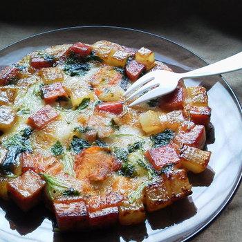 ゴロゴロ野菜とスパム、お餅が贅沢に入った一品。かぼちゃの甘味やスパムの塩気、大根のジューシーさが、お餅を楽しく美味しく演出してくれます。