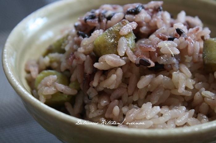 黒米を使うと見た目が華やかになりますね。さつまいもを小さく切ると食べやすさもアップします。
