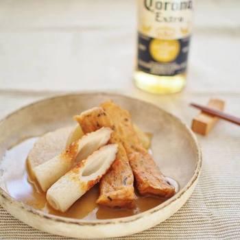 さつま揚げとちくわの練り物コンビに、薄切りにした大根を加えた煮物です。 フライパンを使って、さっと作ることができます。