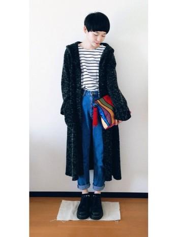ロングカーディガンのレイヤードを効かせた秋冬コーデ。洋服に負けないくらいパンチがある足元だけど、シンプルなデザインだから邪魔にならない☆