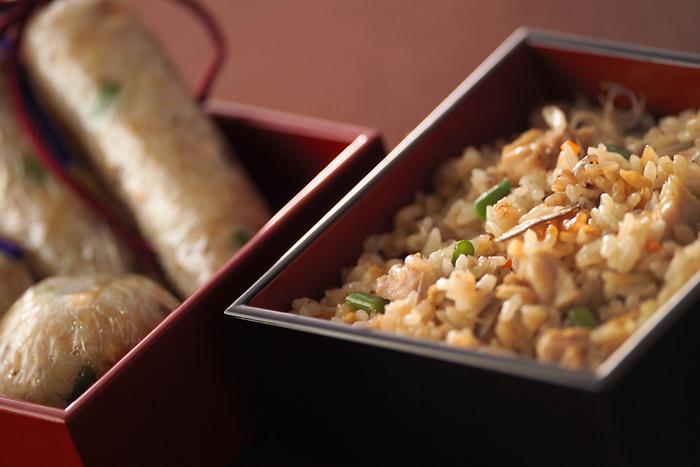 炊き込みごはんが食卓にあるとたくさんお代わりしたくなってしまいます。新米の美味しさを引き立ててくれる具材の組み合わせは無限大ですね。