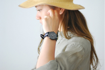 シンプルなWEEKENDERはキナリノ女子にもおすすめのアイテム♪ナチュラルなファッションにもよくマッチしてくれますよ!