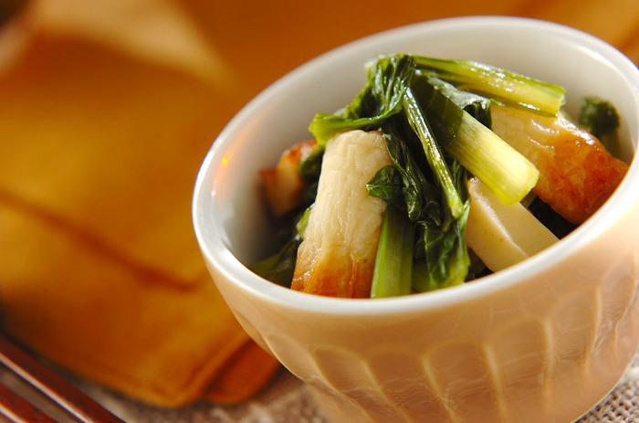 ちくわと小松菜の煮びたしです。材料を切って出汁に入れて煮込むだけの簡単料理なのにほっとするお味です。