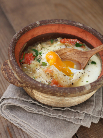 ''完全栄養食''とも言われる栄養満点のたまごの魅力はやっぱりトロ〜リとした食感。冬キャベツの甘み感じるあったかスープにたまごのとろみ、これにバゲットをつけたら贅沢を味わうご馳走スープが出来上がり。