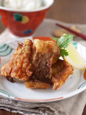 【鯛の塩から揚げ】 調味料を最初によく混ぜてからビニール袋に入れるのがポイント!空気を抜いてしばり、調味料をしっかりしみ込ませましょう♪
