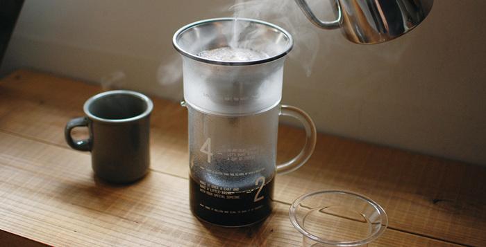 ステンレスフィルター、ブリューワー、ガラス製ジャグの一式が揃った、スマートなデザインのコーヒージャグセット。フィルターとブリューワーを直接マグにのせ、コーヒーをドリップすることも可能な、便利なアイテムです。