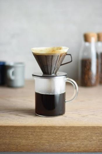 こちらは、シンプルですっきりとしたデザインの耐熱ガラス製の透明なコーヒージャグ。SLOW COFFEE STYLEのブリューワーポーセリン、またはブリューワープラスチックをセットしてドリップできます。