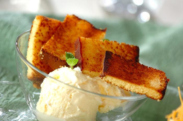 ふわふわのままでもいいけれど、少し飽きたときには焼きカステラもおすすめです。カリふわ食感とアイスの組み合わせはとっても贅沢。