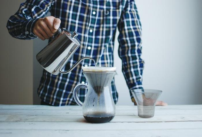 一滴一滴コーヒーが落ちていく、そんなスローな時間と、ハンドドリップで淹れたコーヒーをゆったりと味わうために生まれたプロダクト、「SLOW COFFEE STYLE(スローコーヒースタイル)」。