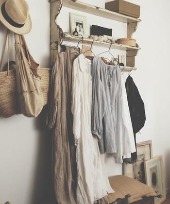 夏に大活躍したリネン素材のお洋服たち。リネンは夏だけのものと思っていませんか?秋だって、リネンは着れますよ♪リネン服を取り入れた、秋ならではのコーディネートを見て行きましょう。