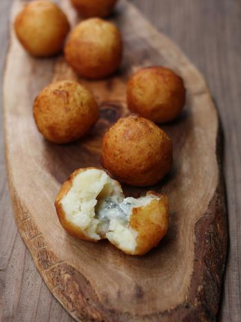 じゃがいもでゴルゴンゾーラチーズを包んで揚げてあるんです。見た目がすでに美味しそう。美味しい料理が食べたいからピクニックをするという発想でもいいですよね。