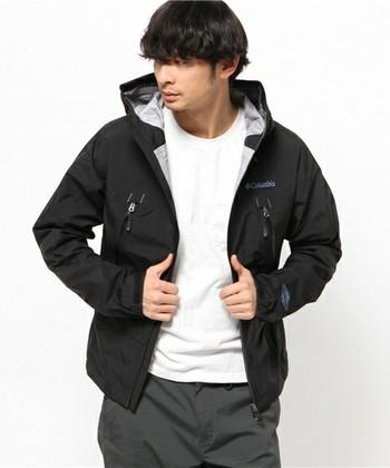 男性も普段使いしやすい一着です。 ざっくり大きめに着るアウターが軽いとうれしいですね。