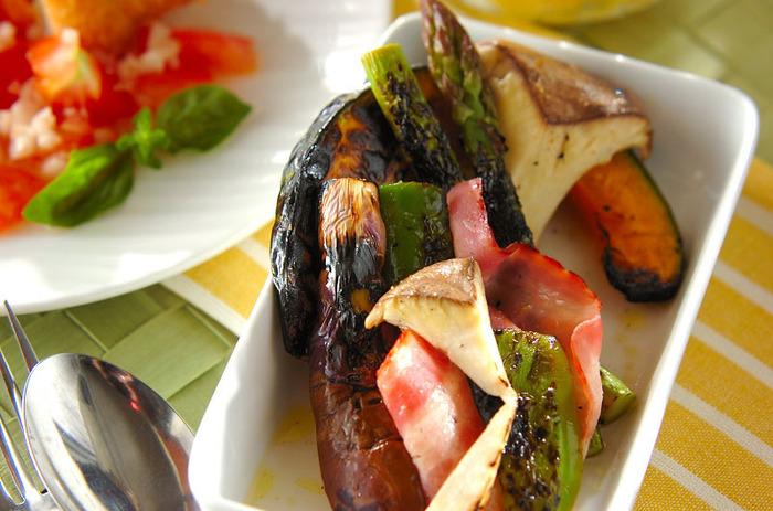 網焼きした野菜達が香ばしくて美味。熱いうちにマリネ液に浸す事で味が染み込みやすくなり、短時間でもおいしいマリネが頂けます。