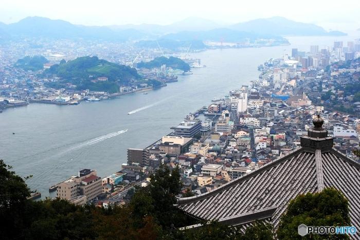 広島県尾道市。坂、猫、自転車...そんなキーワードが思い浮かびますが、実は素敵なカフェも豊富な場所です。今回は思わずカフェめぐりをしたくなるようなおすすめのカフェをご紹介します。