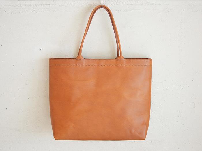 飽きの来ないシンプルなトートバッグ。 キナリノユーザーさんのスタイルにもすっと馴染みそうなデザインですね。