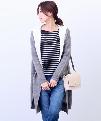 シンプルなデザインながら、裏地の配色がポイントの今年流行のダブルフェイスのコーディガン。 カジュアルなデニムスタイルにさらっと合わせたり、膝丈スカートとゆるっと合わせたりもできる、幅広い着こなしができる1着です♪