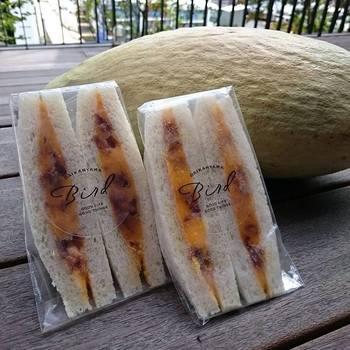 とっても秋らしい南瓜とアーモンドキャラメリゼのサンドイッチ。ほんのり甘い南瓜に香ばしいアーモンドキャラメリゼがクセになりそうですね☆