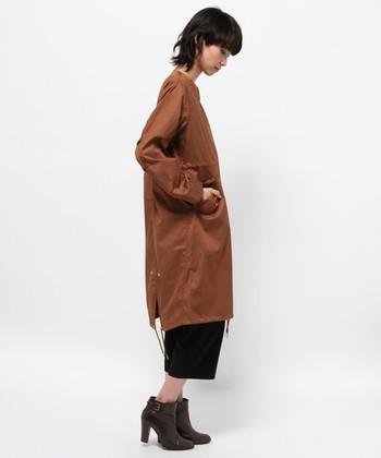 今年はこんなレンガ色もおすすめ。すでにミリタリージャケットを持ってる人の2枚目としても♪