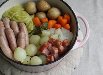 ポトフなのに無水!しっかりと入れたままの野菜たちが、じっくりと調理されたことを物語っていますね。