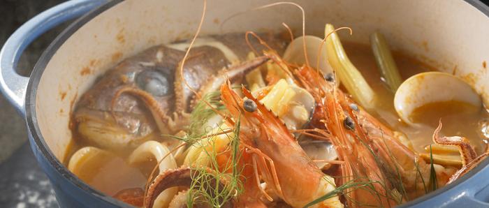 ブイヤベースも無水調理でお任せ。魚介の旨みや豊かな香りがギュッと閉じ込められます。