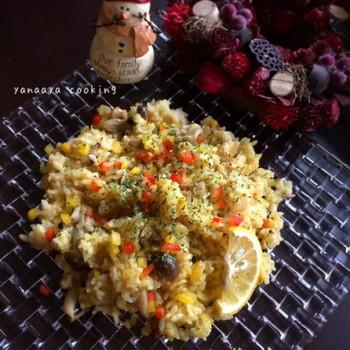 魚貝がない時は鶏肉で。先に鶏肉を焼いてから炊くのがポイントです。市販のパスタソースを使って本格的な味わいに♪