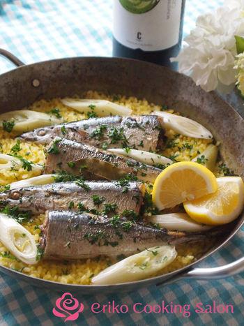 秋の味覚、秋刀魚を使ったパエリア。この豪快でシンプルな盛り付けが食欲をそそります♪