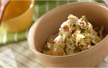みんな大好き「ツナマヨ」は、セロリもおいしく包み込んでくれます。セロリはあらかじめ塩もみしておきましょう!